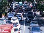 kepadatan-kendaraan-terjadi-di-jl-ir-sukarno-kota-batu-pada-akhir-pekan.jpg