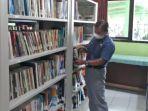 kepala-smpn-13-kota-malang-mustafa-perpustakaan.jpg