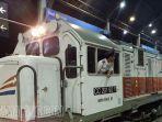 kereta-api-mutiara-timur-tujuan-jember-banyuwangi-di-stasiun-gubeng-surabaya.jpg