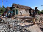 kerusakan-akibat-gempa-bumi-di-desa-jogomulyan-kecamatan-tirtoyudo-kabupaten-malang.jpg