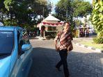 ketua-pdi-perjuangan-surabaya-ketua-dprd-surabaya-adi-sutarwijono-naik-taksi.jpg