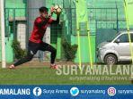 kiper-arema-fc-kurniawan-kartika-ajie-latihan-di-stadion-gajayana-kota-malang_20180828_162038.jpg