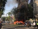 kobaran-api-diduga-dari-bom-bunuh-diri-di-depan-gki-di-jalan-diponegoro-surabaya_20180513_085559.jpg