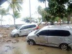 kondisi-mobil-mobil-di-wisma-kompas-gramedia-karang-bolong-banten-setelah-dihantam-tsunami.jpg