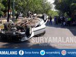 kondisi-mobil-terbalik-di-tengah-jalan-raya-jetis-seraten-gayungan-surabaya_20181012_154506.jpg