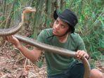 kondisi-terbaru-panji-petualang-usai-digigit-ular-king-cobra-peliharaannya-tangannya-sampai-bolong.jpg
