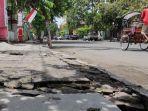 kondisi-trotoar-dan-drainase-di-jalan-cokroaminoto-kota-blitar-minggu-2832021.jpg