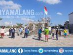 kuli-bangunan-upacara-bendera-hari-kemerdekaan-indonesia-di-perumahan-graha-amerta-gresik.jpg