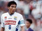 legenda-persib-bandung-robby-darwis-saat-masih-menjadi-kapten-tim-di-liga-indonesia_20180517_134111.jpg