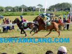 lomba-pacuan-kuda-di-sirkuit-gor-jayabaya-kota-kediri_20160821_152000.jpg