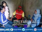 lutfi-afrianto-mengenakan-jaket-biru-menggendong-putri-satu-satunya-azkara-atika-dewi_20171013_162914.jpg
