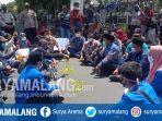 mahasiswa-aliansi-cipayung-demo-menolak-uu-omnibus-law-cipta-kerja-di-dprd-kabupaten-malang.jpg