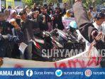 mahasiswa-uin-maulana-malik-ibrahim-melakukan-aksi-di-depan-gedung-megawati-soekarnoputri_20180502_104350.jpg