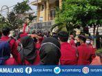 mahasiswa-universitas-muhammadiyah-unmuh-ponorogo-menggeruduk-gedung-dprd-ponorogo.jpg