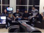 manajemen-dan-personil-dkross-talk-show-di-sejumloah-radio-dan-televisi-lokal-di-malang-raya_20170808_173406.jpg