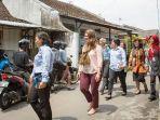 melinda-gates-mengunjungi-perangkap-nyamuk-di-sebuah-rumah-warga-di-yogyakarta_20170323_133350.jpg