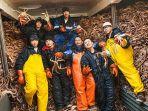 menangkap-kepiting-besar-alaska-dengan-gaji-rp-5-miliar_20170501_152941.jpg