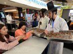 mencicipi-yaksik-makanan-korea-pada-sage-korean-day-di-lenmarc-mall-surabaya.jpg