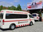 mobil-ambulans-membawa-pasien-covid-19-masuk-tempat-isolasi-terpusat-di-kampus-pgsd-um-kota-blitar.jpg