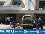 mobil-terbakar-di-gereja-kebangunan-kallam-allah-surabaya.jpg