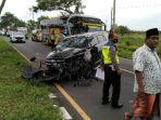 mobil-toyota-innova-kecelakaan-di-akses-jembatan-suramadu-desa-masaran-kecamatan-tragah-bangkalan.jpg