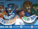 mural-maskot-klub-sepak-bola-berangkulan-di-kampung-biru-arema-kelurahan-kidul-dalem-kota-malang.jpg