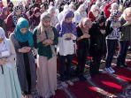 muslimah-salat-shalat-di-amerika_20171104_134724.jpg