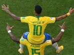 neymar-dan-paulinho-merayakan-gol-brasil-ke-gawang-meksiko_20180702_225922.jpg
