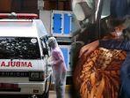 ngapain-sopir-ambulans-lama-lama-di-toilet-padahal-sedang-diminta-bawa-jenazah.jpg