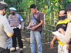olah-tkp-pembunuhan-tumiran-80-di-desa-banjarejo-kecamatan-rejotangan-tulungagung.jpg