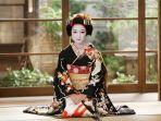 pakaian-tradional-jepang-kimono_20170813_165953.jpg