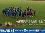 para-pemain-arema-fc-saat-berlatih-di-stadion-gajayana-kota-malang_20170615_163247.jpg