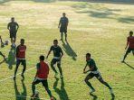 para-pemain-persebaya-melanjutkan-latihan-taktikal-pada-hari-ketiga-training-center-di-bali.jpg