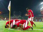 para-pemain-timnas-indonesia-bersyukur-seusai-menjebol-gawang-filipina-sea-games_20170817_210639.jpg