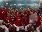 para-pemain-timnas-indonesia-merayakan-kemenangan-atas-filipina_20170818_143804.jpg