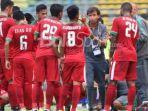 para-pemain-timnas-u-22-indonesia-menjalani-water-break-saat-pertandingan-versus-kamboja_20170824_173923.jpg