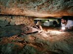 para-peneliti-mengamati-nekrapolis-makam-mumi-yang-ditemukan-di-selatan-kairo_20180301_123957.jpg