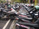 parkiran-motor-di-jalan-tenes-kota-malang-rabu-1722021.jpg