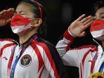 pasangan-ganda-putri-indonesia-greysia-polii-dan-apriyani-rahayu-kanan-memberi-hormat.jpg
