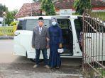 pasangan-m-kasman-dan-muawanah-menikah-memakai-mobil-dinas-wali-kota-probolinggo.jpg
