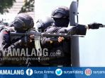 pasukan-penanggulangan-teror-dari-tni-polri-simulasi-penanganan-terorisme-di-mako-brimob-ampeldento_20170518_190406.jpg