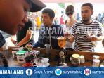 pecinta-kopi-mengantre-membeli-kopi-dalam-malang-coffe-festival-2-di-taman-krida-budaya_20170924_024014.jpg