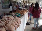 pedagang-ayam-di-pasar-tradisional-kota-blitar.jpg