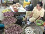 pedagang-bawang-merah-dan-bawang-putih-di-pasar-tanjung-jember.jpg
