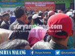 pedagang-memprotes-pembongkaran-pasar-merjosari_20170405_091548.jpg