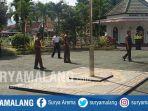 pegawai-kejaksaan-negeri-kepanjen-kabupaten-malang-sempat-keluar-kantor-akibat-gempa_20180808_135540.jpg