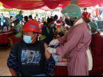 pekerja-lapangan-proyek-strategis-nasional-bendungan-tugu-trenggalek-mengikuti-vaksinasi.jpg