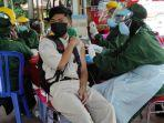 pelajar-mengikuti-vaksinasi-massal-di-smkn-1-kota-blitar.jpg