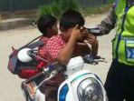 pelajar-sd-di-sulawesi-barat-menangis-saat-ditilang-polisi_20180910_141236.jpg