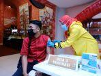 pelaksanaan-vaksinasi-di-jatim-park-1-kota-batu-selasa-932021.jpg